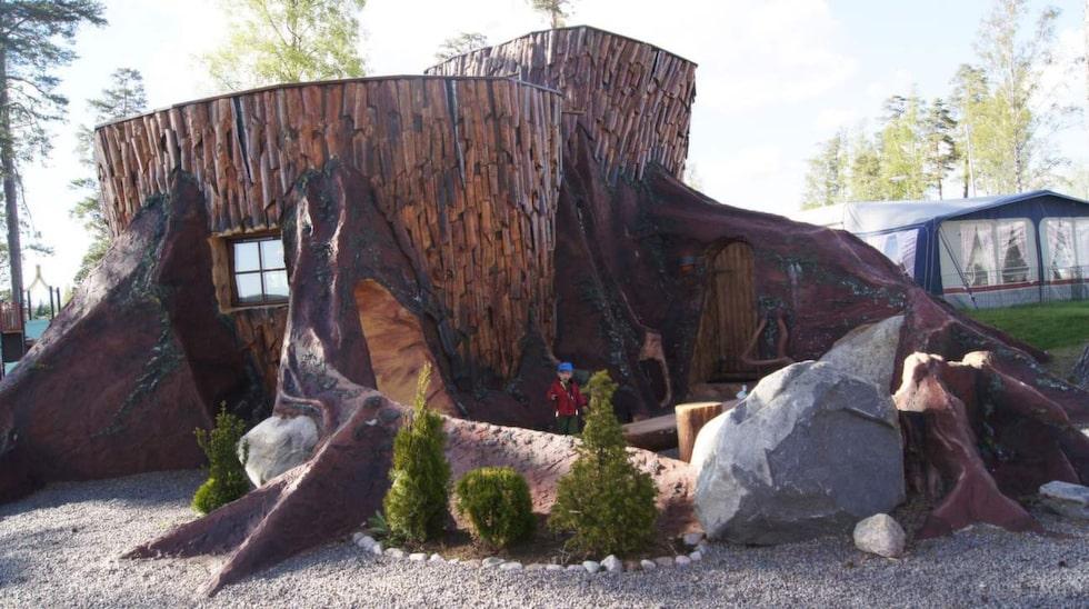 Det härligaste är att trollstubbarna på Karlsborgs camping inte bara ser häftiga ut på utsidan - de är lika troll-lika invändigt.