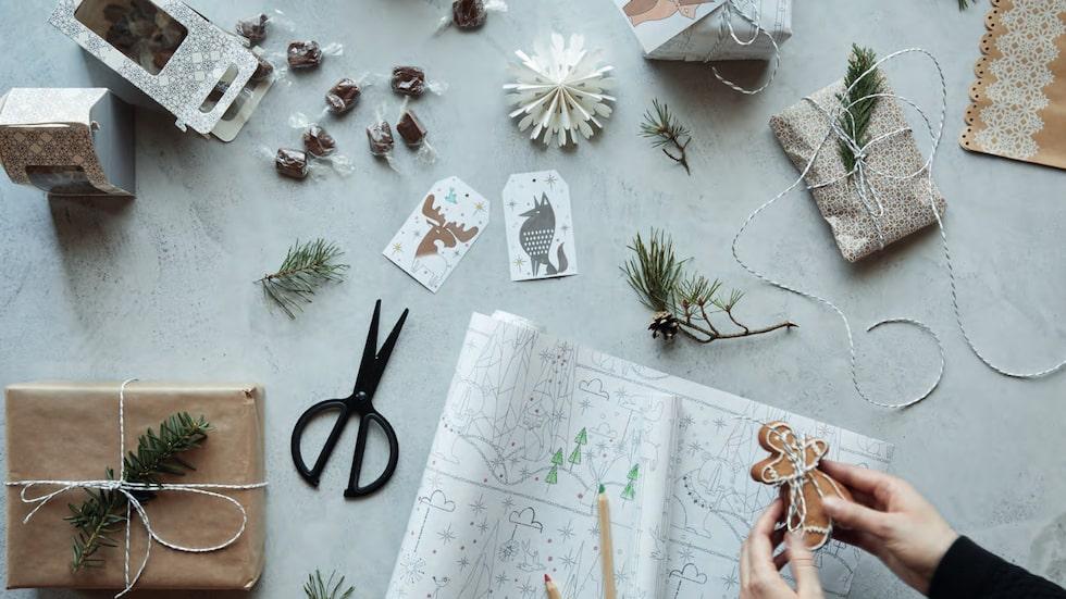 Julpyssel kan man aldrig få nog av. Ikea har tagit fram sådant som du kan göra din egen julkalender med små paket av också.