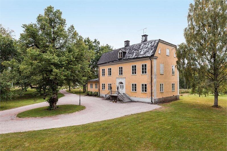 Garpenbergs herrgård i Dalarna är ett av de mest klickade objekten på Hemnet just nu.
