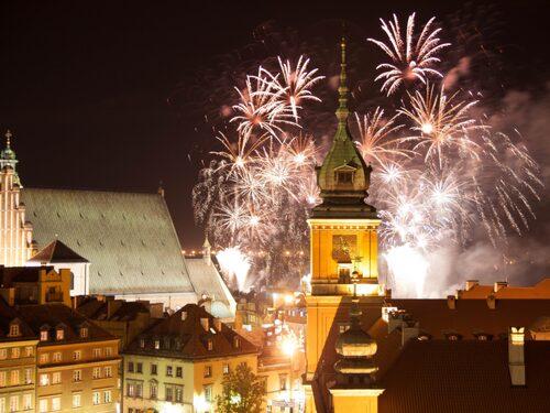 Warszawas nyårsfirande är stökigt, glatt och gratis.