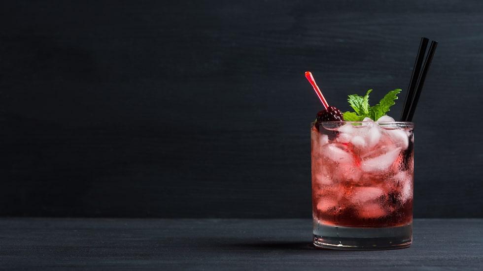 Gin och bär är en god kombination. Krångla inte till det i onödan!