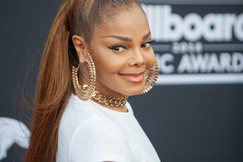 Janet Jackson satt kvar på sin plats.