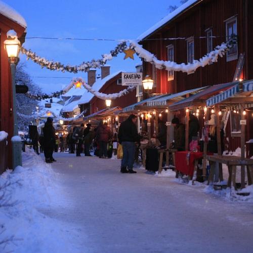 På julmarknaden i Gamla Linköping utlovas äkta julstämning.