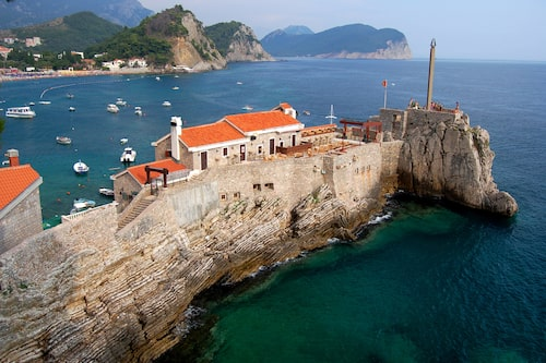 Fästningen Castello i Petrovac byggdes på 1500-talet som skydd mot pirater.