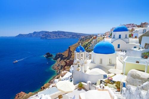 Santorini är en romantisk vulkanö med svindlande naturupplevelser. Allra häftigast är utsikten från öns huvudort Firá.