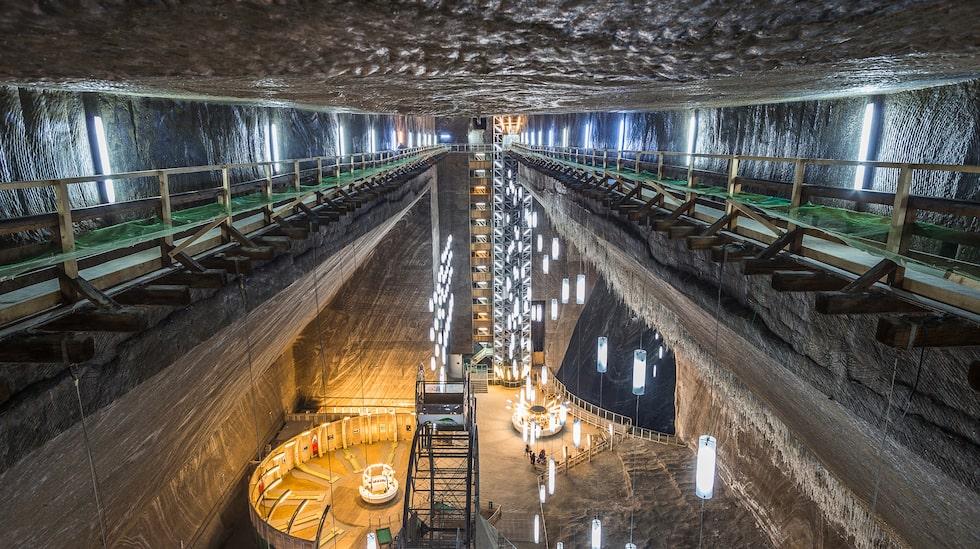 I Rumänien har en saltgruva omvandlats till en populär nöjespark.