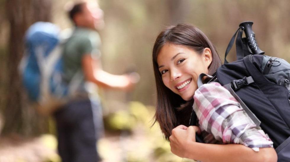 Egentid, liknande intressen och spännande situationer är några av ingredienserna som kan leda till kärlek.