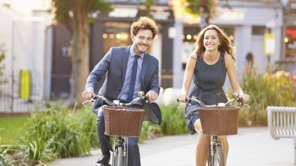 Skippa bil, buss eller tunnelbana - och ta cykeln eller gå till jobbet i stället.