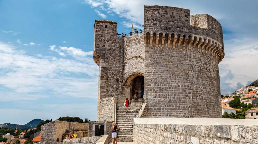 <p>Den högsta punkten på den nästan två km långa stadsmuren är Minceta Tower.</p>