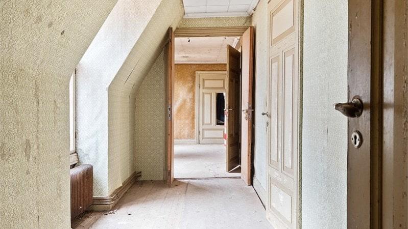 En kuslig korridor i husets ovanvåning.
