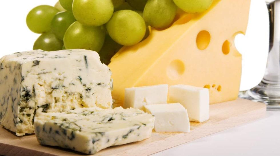 Att njuta av en ostbricka ikväll kommer att göra dig gott.