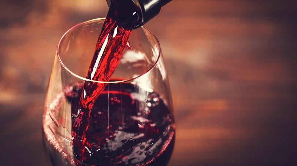 Även rödvin tros ha en föryngrande effekt.
