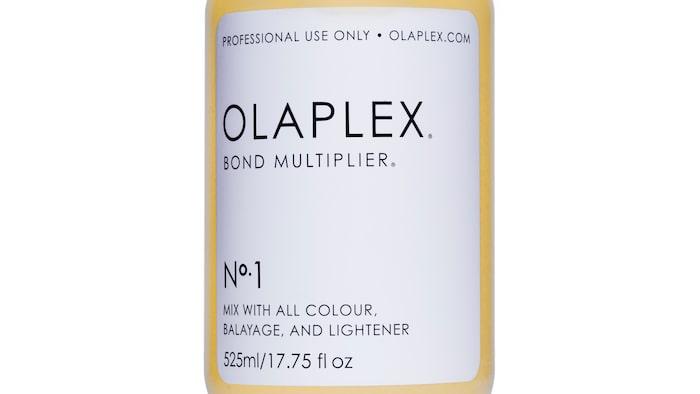 """""""Olaplex No.1 Bond Multiplier"""" tillsätts till blekningen eller färgningen."""