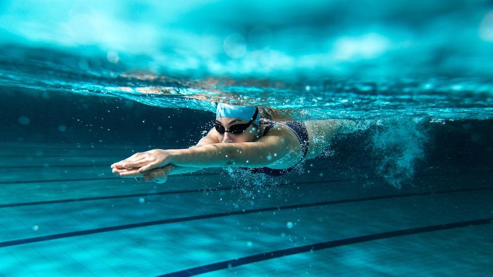 Simning är exempelvis både effektivt och skonsamt mot kroppen.