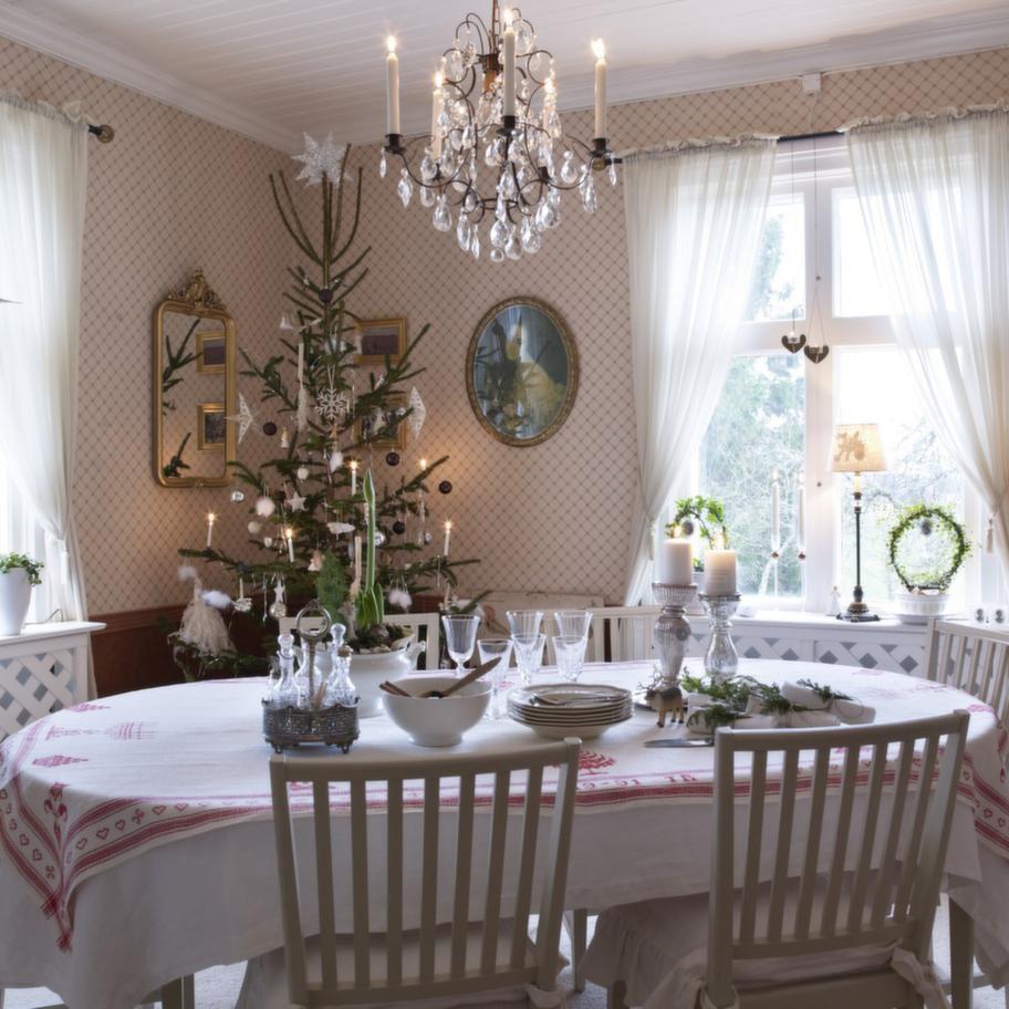 MATSALENMatsalens röda toner skapar härlig julkänsla. Här finns plats för både barn och barnbarn.