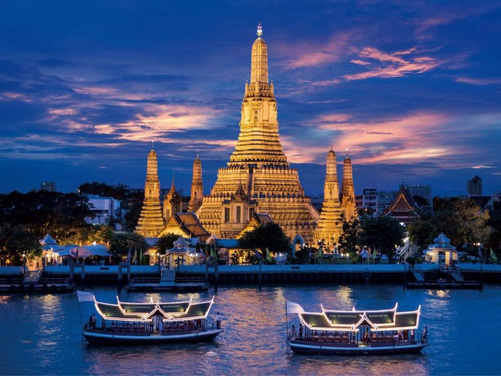 Vy  över gryningstemplet Wat Arun i Bangkok.