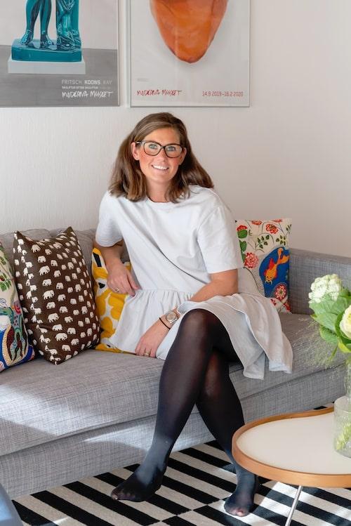 Madeleine älskar second hand och har tillsammans med sambon Erik inrett deras 1960-talsvilla med en blandning av designmöbler och diverse second hand.