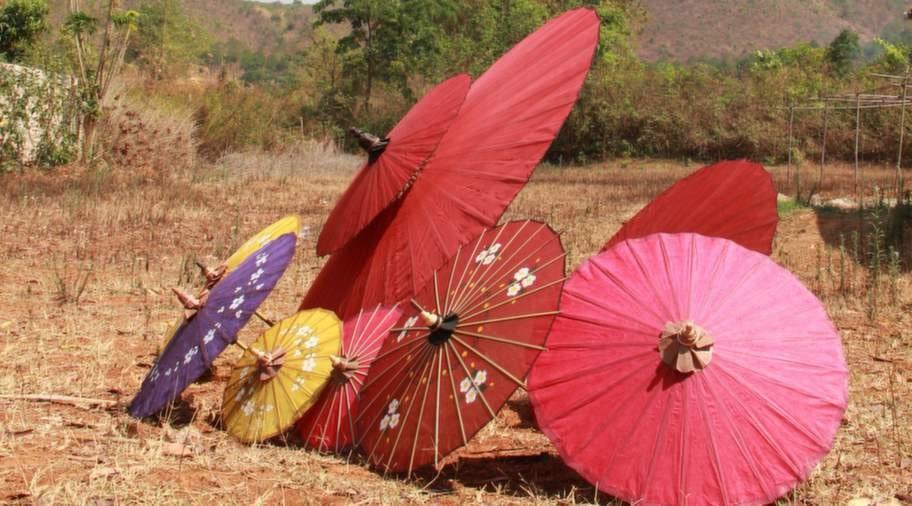 Nan Sherry Shop tillverkar vackra parasoller för hand.