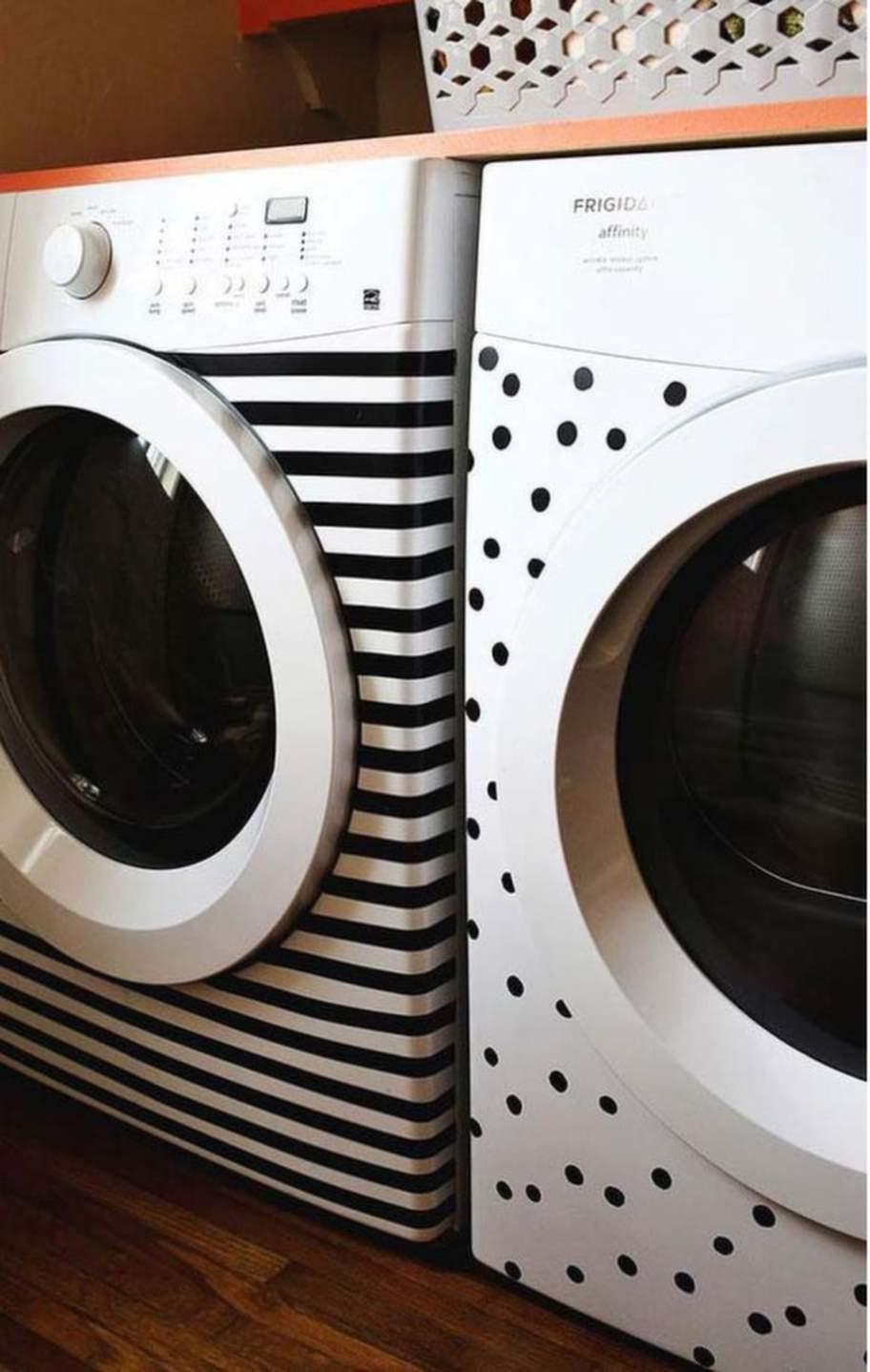 Dekorera din tråkiga diskmaskin med tejp eller klistermärken.