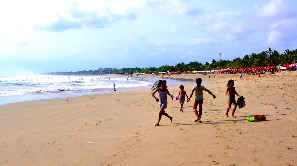 Strandorterna på södra Bali erbjuder långa stränder.