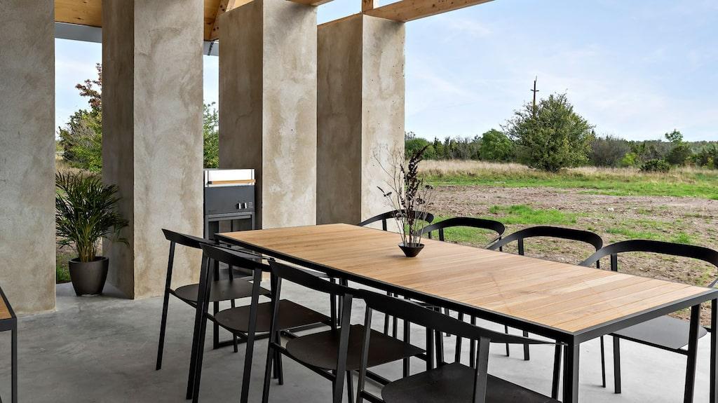 Här kan man sitta och äta sin middag helt öppet.