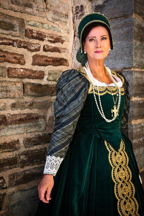 Guidade turer sker dagligen av Vadstena slott, ofta är guiderna klädda i tidstypiska kläder.