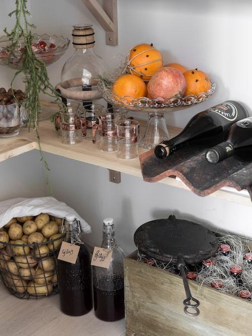 Therese gör alltid egen glögg till jul. I den blandar hon svartvinbärssaft, äppeljuice, glöggkryddor, och lite kaffe.
