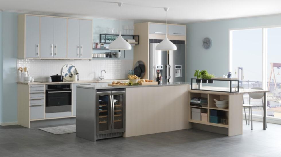 Trä & målat. Här köket Arkitekt plus ask/ljusgrå från Marbodal.
