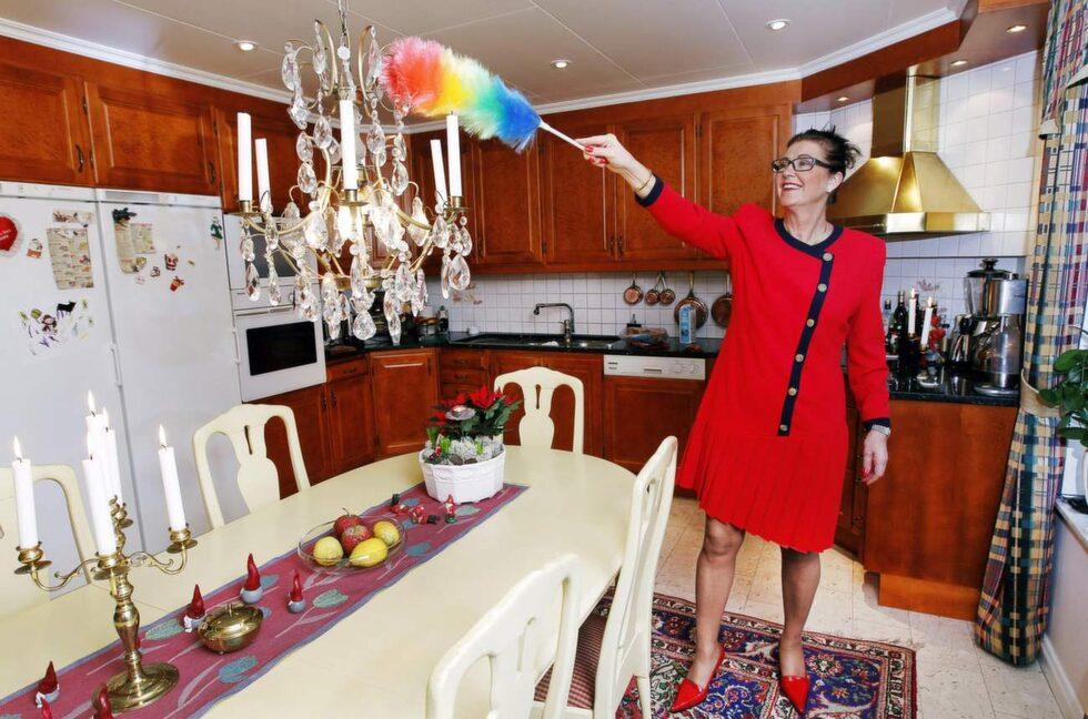 """Numera har barnen flyttat hemifrån – och villan känns ibland lite stor. Men: """"Vi trivs jättebra – att ha haft barn och bo här har varit perfekt"""", säger städproffset Marléne Eriksson."""