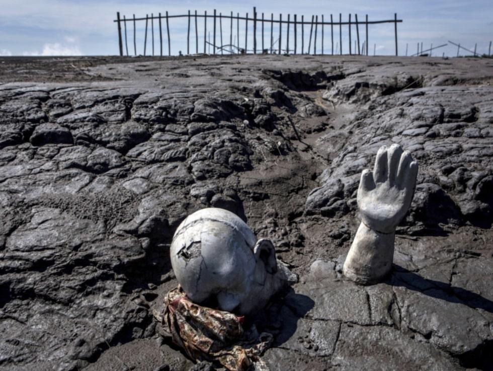 För tio år sedan förlorade 40 000 sina hem i ett lervulkanutbrott och ett dussin människor dog.