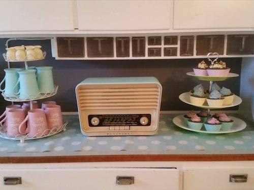 Köksbänken i Jessicas kök. Kolla in radion!