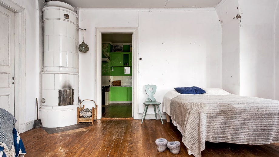 Alla sovrum har kakelugnar.