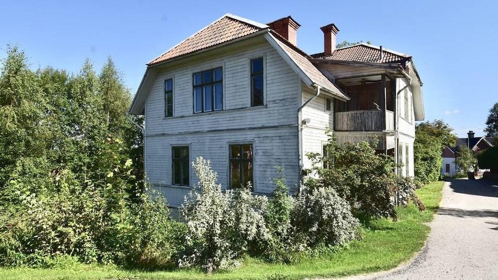 Huset har sju rum och är till salu för 195 000 kronor.