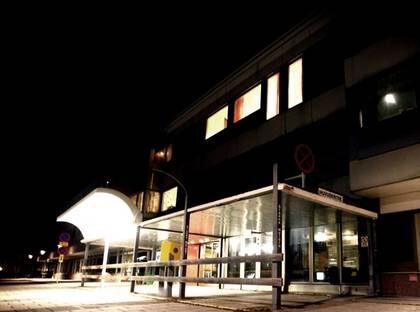 """SÖKER SVAR. Här är Östersundssjukhuset obducerades den 53-årige mannen. Vävnadsprover som kan ge svar på om vaccinationen ledde till mannenns död. """"Det skulle kunna vara så att febern som kan uppstå efter vaccinet blir en för stor påfrestning."""""""