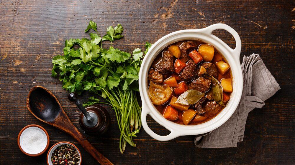 Många, och inte bara fransmän, håller ändå med om att de flesta populära vinstilar och maträtter i världen har sitt ursprung här. Som en värmande och mustig Bœuf bourguignon.