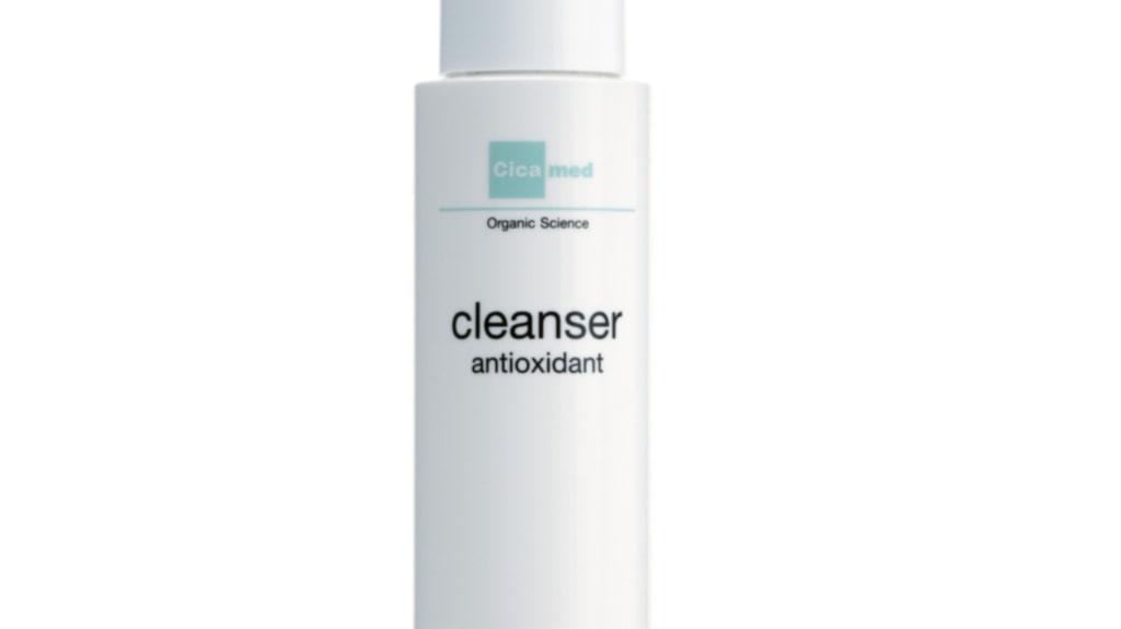 """<p><strong>Cleanser antioxidant, 295 kronor/50 ml, Cicamed</strong></p><p>Tar effektivt bort all makeup, inklusive mascara, på första försöket. Härlig konsistens och en frisk citrusdoft. Lämnar ingen oljig känsla och ger bra fukt. Snygg, enkel och proffsig förpackning.</p><p><exp:icon type=""""wasp""""></exp:icon><exp:icon type=""""wasp""""></exp:icon><exp:icon type=""""wasp""""></exp:icon><exp:icon type=""""wasp""""></exp:icon><exp:icon type=""""wasp""""></exp:icon></p>"""