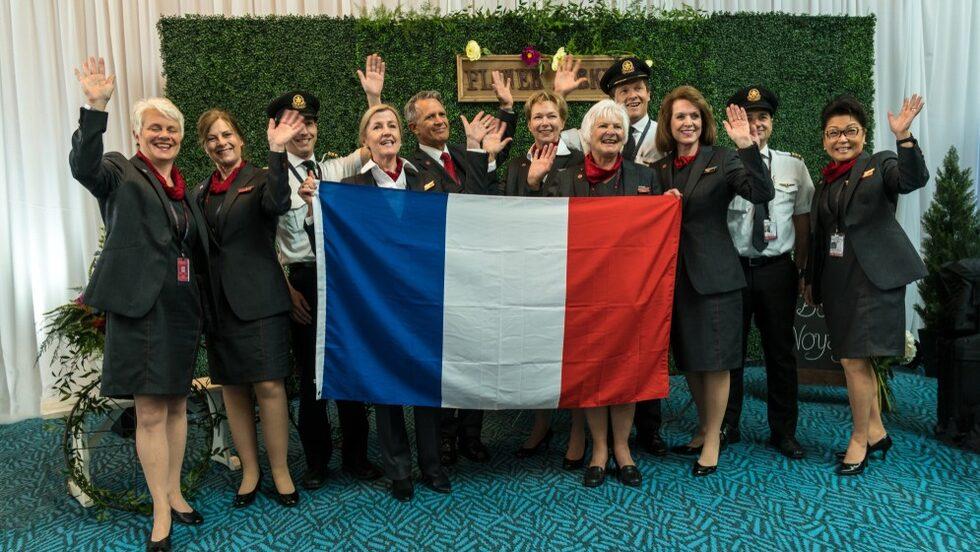 Personal på Air Canada tränar in sin nya hälsningsfras.