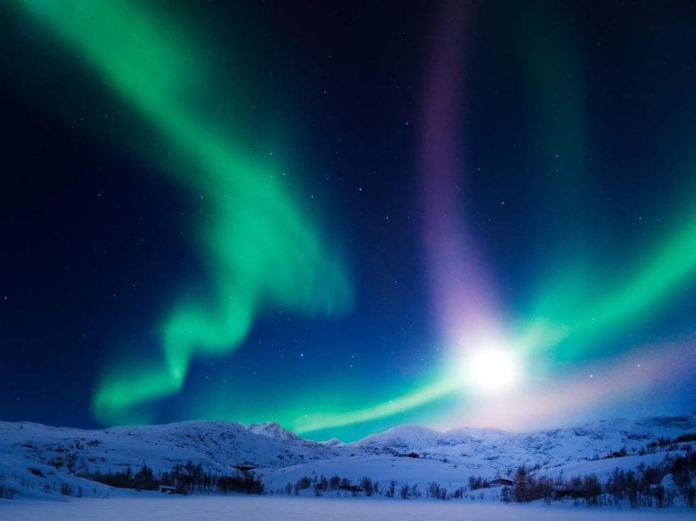 Norrskensvägen (väg 99) gör skäl för sitt namn, framför allt på vintern.