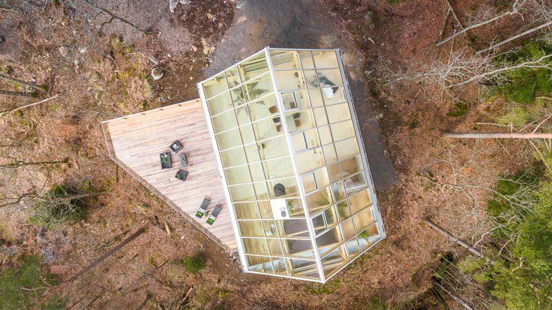 På takvåningen med glastak fungerar det också bra att ha exotiska växter eller odla saker.