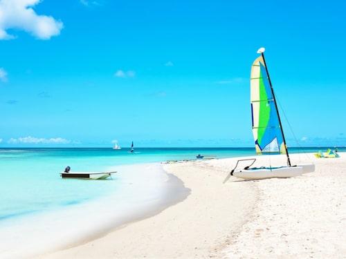 Arubas kritvita stränder är ett drömresmål för många svenskar.
