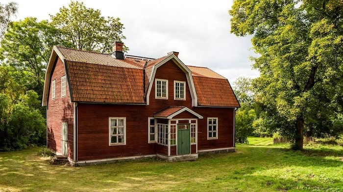 Huset är på 275 kvadratmeter och har en trädgård på 3 845 kvadratmeter.
