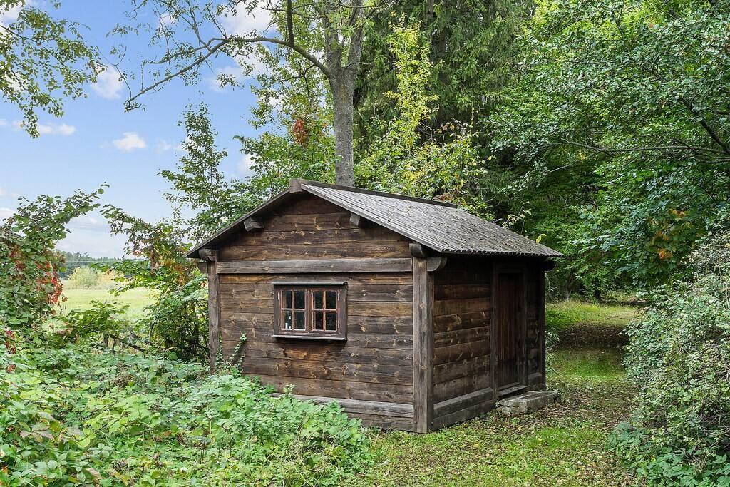 På tomten finns också ett gammalt bulhus.