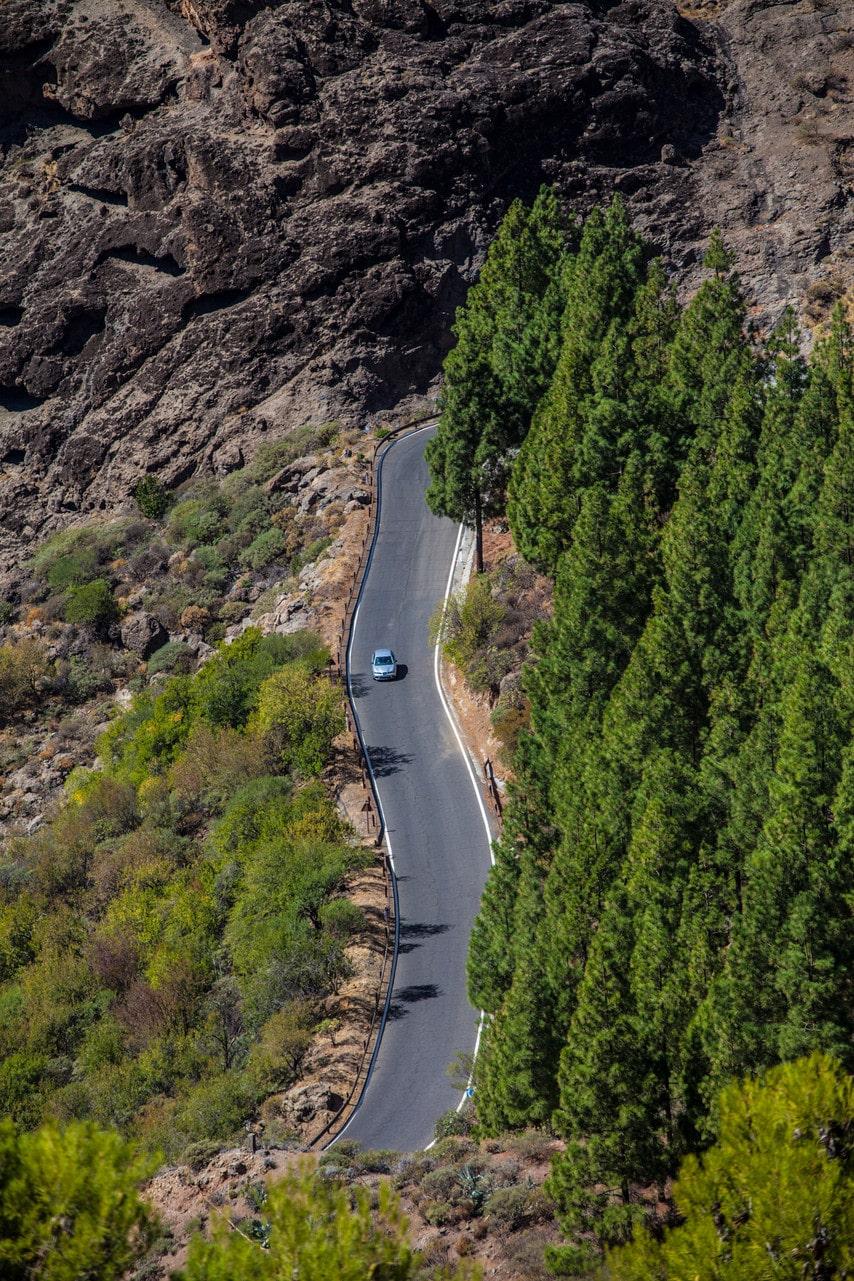 Så här raka är sällan vägarna i bergen på Gran Canaria.