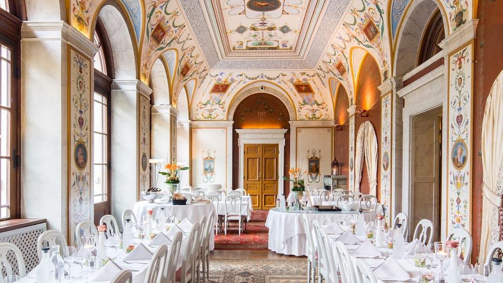 Rånäs slott är  perfekt om man vill njuta av en romantisk slottsweekend med femrätters middag.