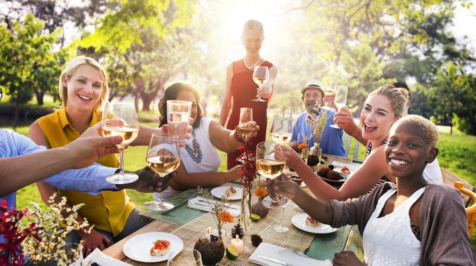 Kräftbordet är dukat – skivan kan börja. Men om det blir en fest är en annan sak. Här är snabbguiden som hjälper dig att lyckas med bästa kräftskivan!