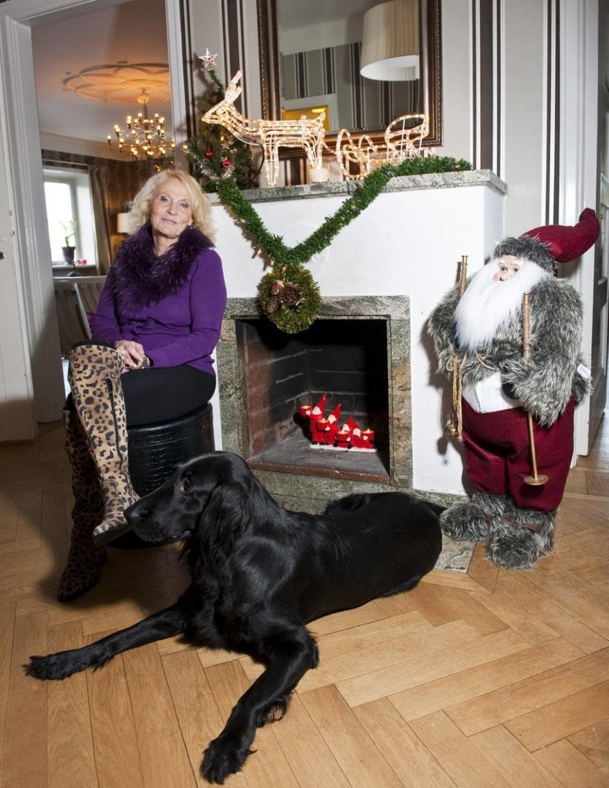 Värdpar. På julafton hade Eva och hunden Taba hela tjocka släkten på besök, som firade den traditionella högtiden tillsammans.