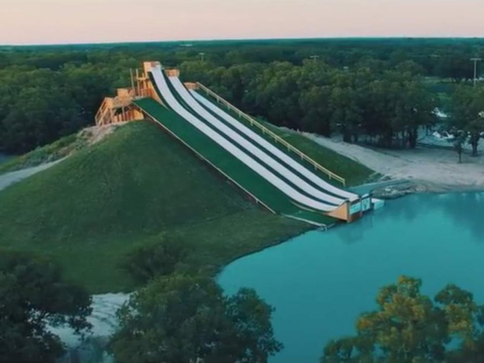 Royal Flush i Texas är en helvild bana med en backhoppsliknande final där åkaren far högt upp i luften innan han landar i poolen.