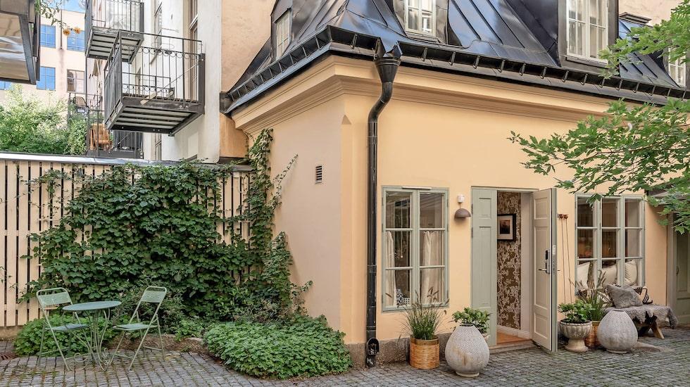 Tänk att bo i ett eget litet hus på exklusiva Östermalm i Stockholm. Nu kan det bli din verklighet.