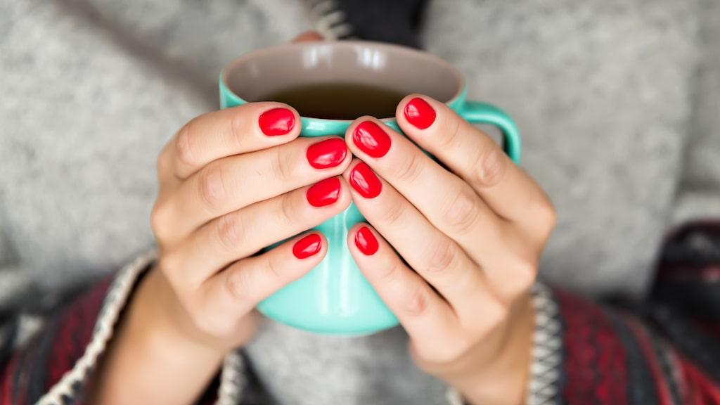 Stela och smärtande fingrar är ett vanligt symptom på Raynauds sjukdom, som drabbar nästan 20 procent av den kvinnliga befolkningen.