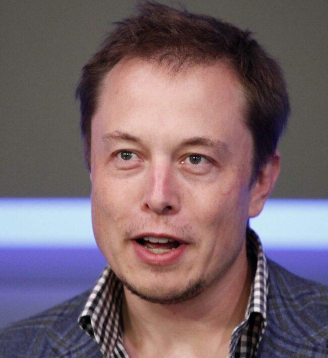 Bilbranschens rockstjärna. Elon Musks idealism och giftiga oneliners har gjort honom till en rockstjärna i bilbranschen och finansmagasinet Fortune har utsett honom till årets företagare.